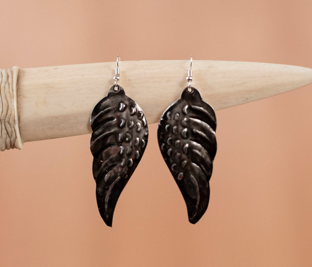 Brass earrings dark wings - TOCO MADERA - Handcraft shoe from Mexico - Handmade shoe
