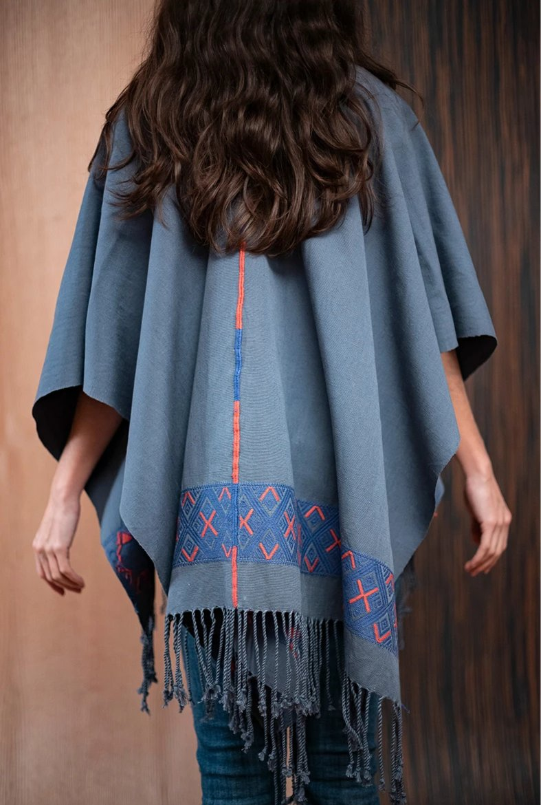 Shawl with blue Chiapas loom - TOCO MADERA - Handcraft shoe from Mexico - Handmade shoe