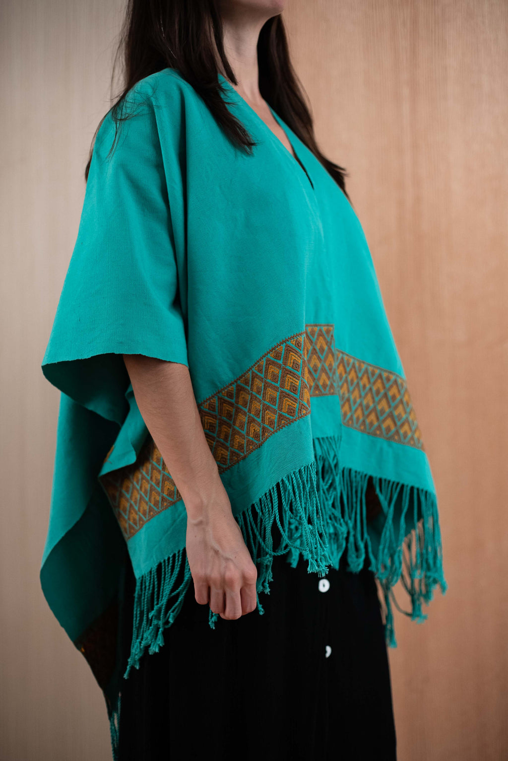 Shawl with green Chiapas loom - TOCO MADERA - Handcraft shoe from Mexico - Handmade shoe