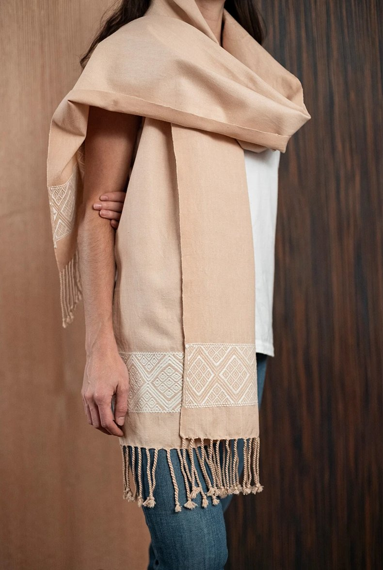 Beige scarf / poncho with Chiapas loom 1 - TOCO MADERA - Handcraft shoe from Mexico - Handmade shoe
