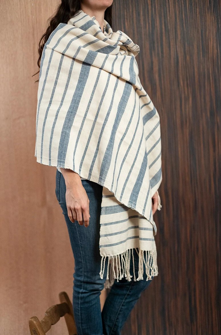 Blue beige Chiapas scarf / poncho with loom - TOCO MADERA - Handcraft shoe from Mexico - Handmade shoe