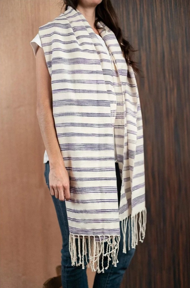 Purple beige Chiapas scarf / poncho with loom - TOCO MADERA - Handcraft shoe from Mexico - Handmade shoe