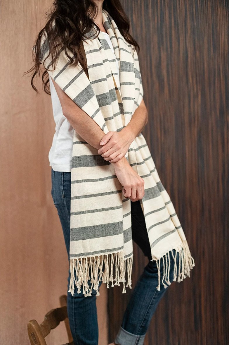 Black beige Chiapas scarf / poncho with loom - TOCO MADERA - Handcraft shoe from Mexico - Handmade shoe