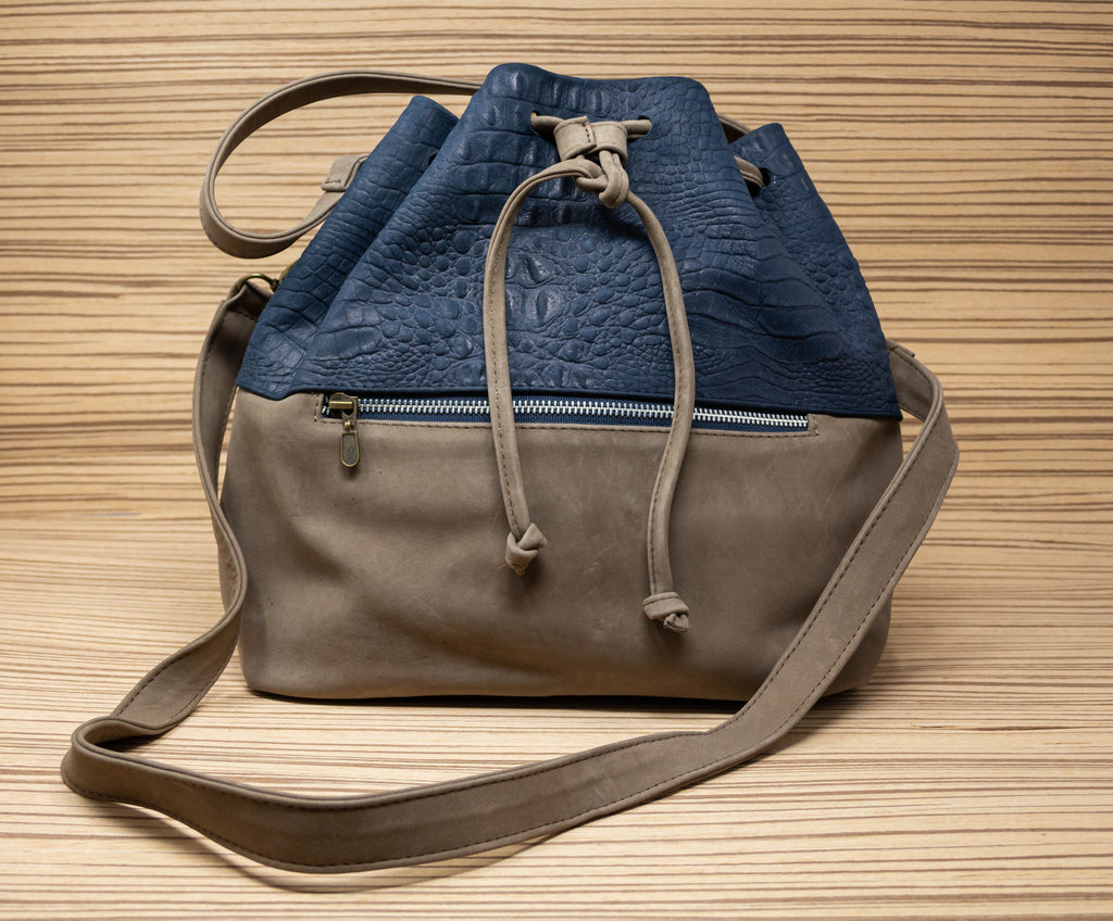 Crocodile hand bag brown with blue