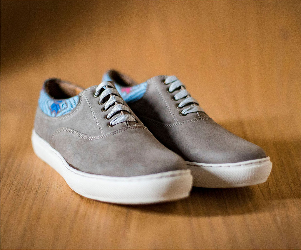 Very very gray leather man with gray textile and sky - TOCO MADERA - Handcraft shoe from Mexico - Handmade shoe