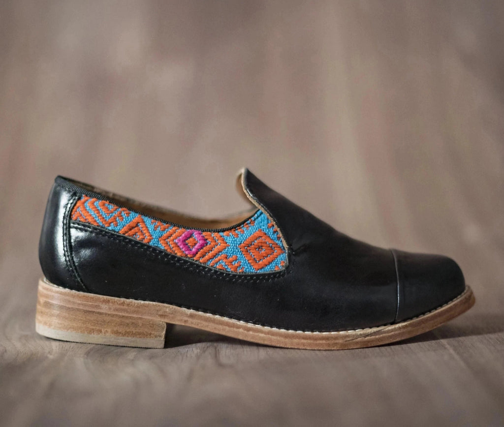 Black leather finolis with blue and orange textile - TOCO MADERA - Handcraft shoe from Mexico - Handmade shoe