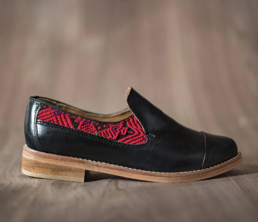 Black leather finolis with black and red textile - TOCO MADERA - Handcraft shoe from Mexico - Handmade shoe