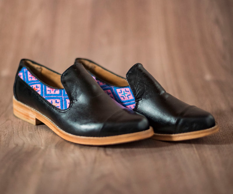 Black leather finolis with pink and blue textile - TOCO MADERA - Handcraft shoe from Mexico - Handmade shoe
