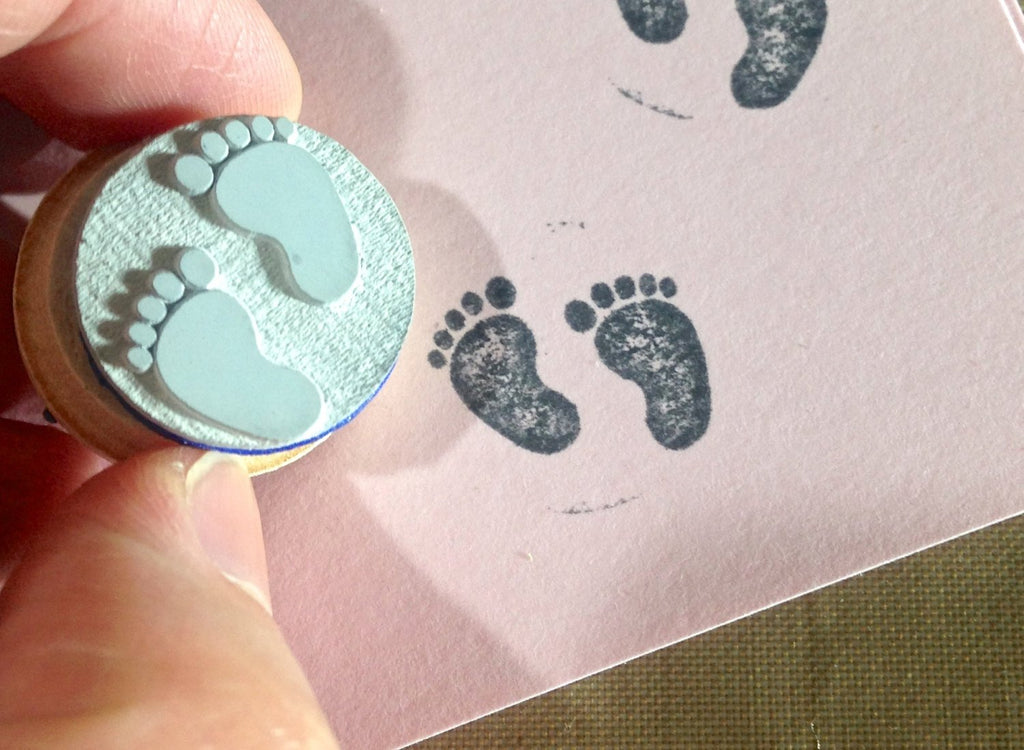 Baby Shower Game plus mini single 12x baby foot for gifting - Stamp is Perfect for Baby Shower Game