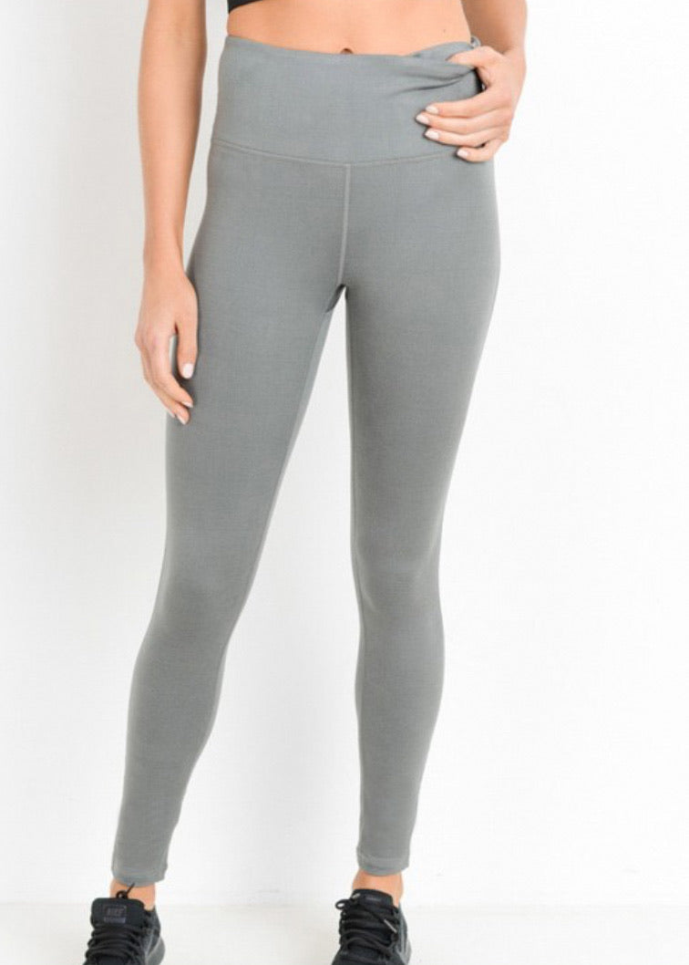 High waisted leggings, tummy control and so soft! Available at L.E & CO Boutique an online clothing store for women.