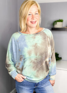 Fall tie dye dolmane sleeve available online at L.E & CO boutique