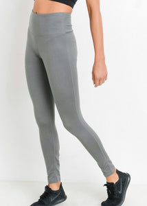 At last, a pair of hassle free everyday leggings!  Buttery soft leggings in gray available at L.E & CO Boutique a womens clothing store.