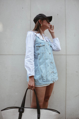 styling advice on how to wear your denim top summer outfit by blogger Paulien Riemis