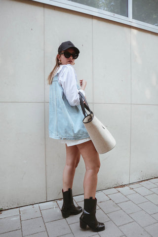 how to wear denim in summer outfit by paulien riemis