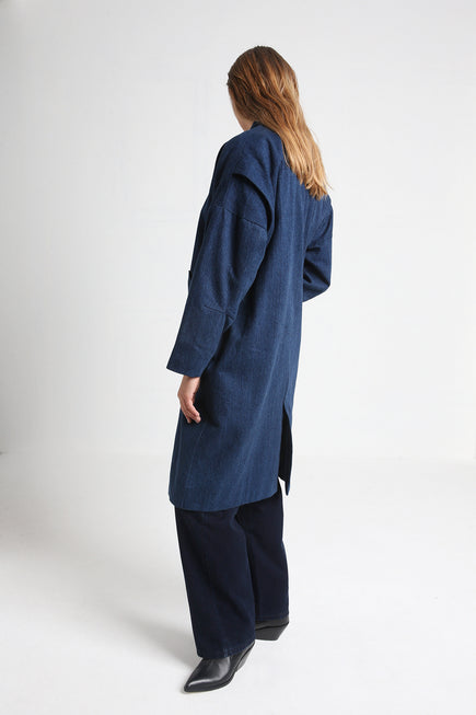 MAGNOLIA long denim coat aside details
