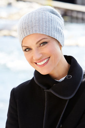Load image into Gallery viewer, Style 945 - Knitted beanie