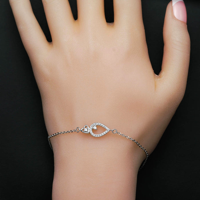 Pear Shape & Heart Style 0.25 Carat Round Cut Diamond Chain Bracelet in White Gold