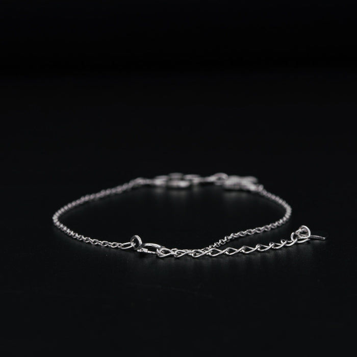 Four Leaf Clover 0.15 Carat Round Cut Diamond Link Bracelet in White Gold