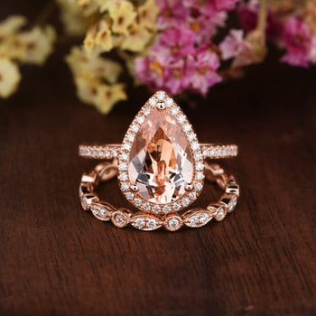 Sale: 4 Carat Pear Cut Morganite and Diamond Halo Art Deco Wedding Ring Set on Rose Gold