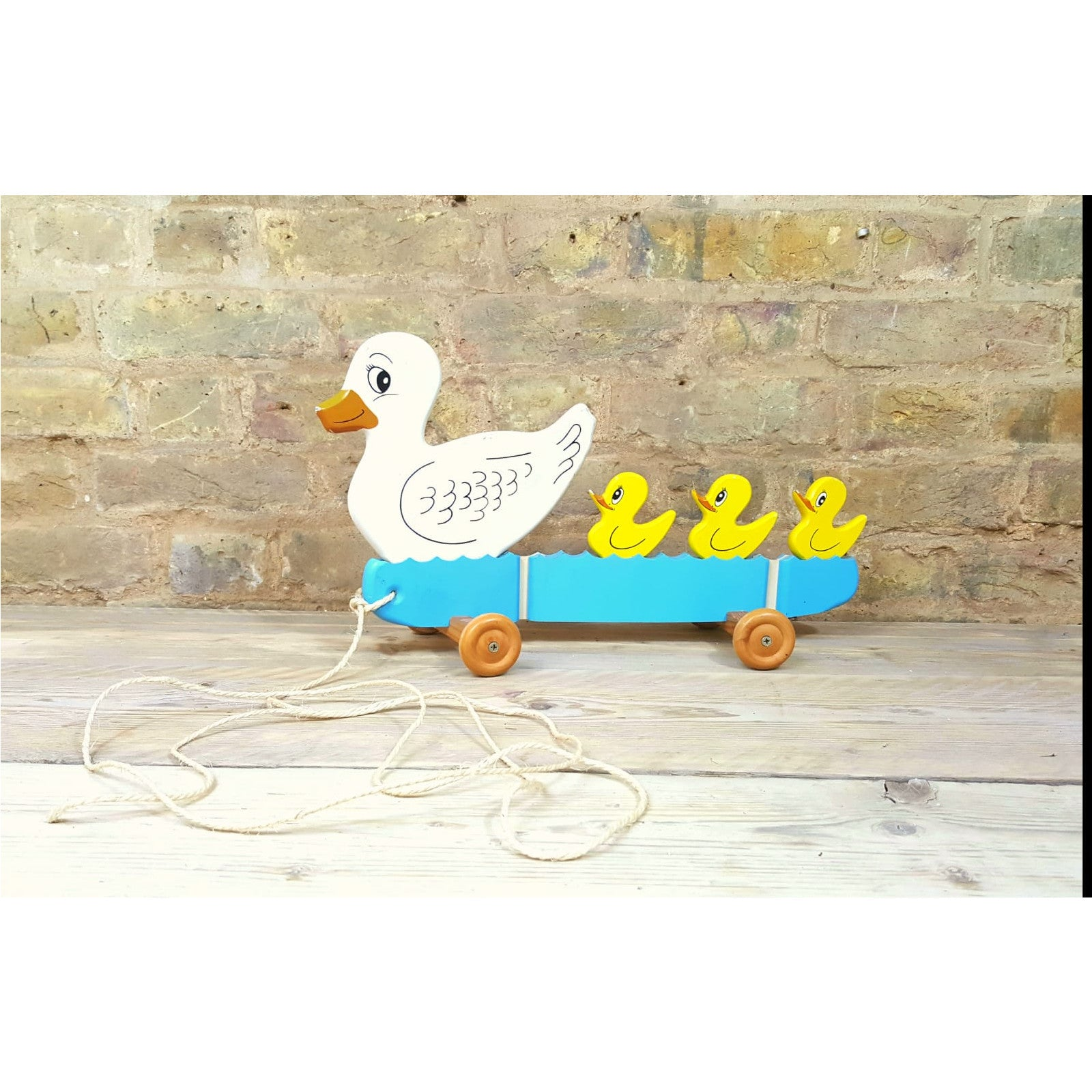 Pull-along wooden duck toy - Junk Art Design @junkartdesign www.junkartdesign.co.uk