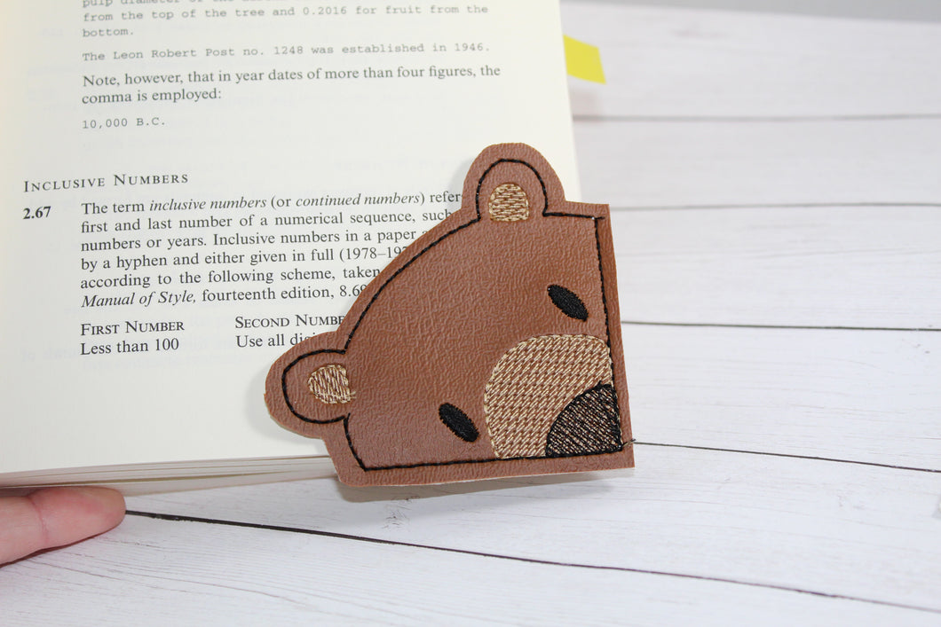 Bear Corner Bookmark Design