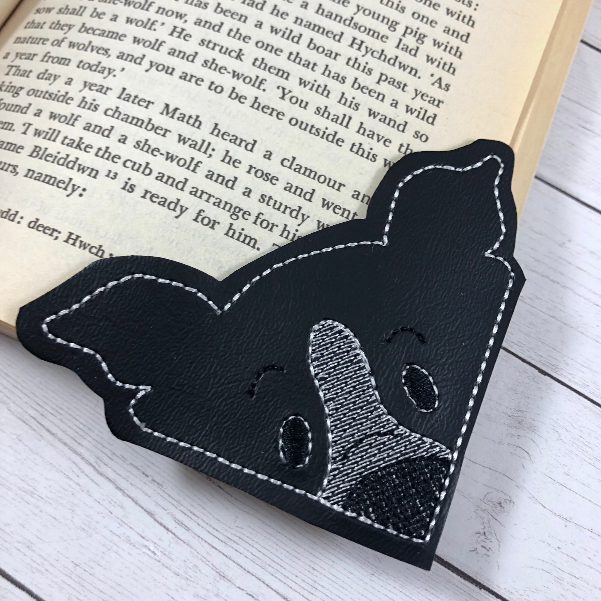 MAKE YOUR OWN ORIGAMI CORNER BOOKMARKS. — Gathering Beauty | 2048x2048