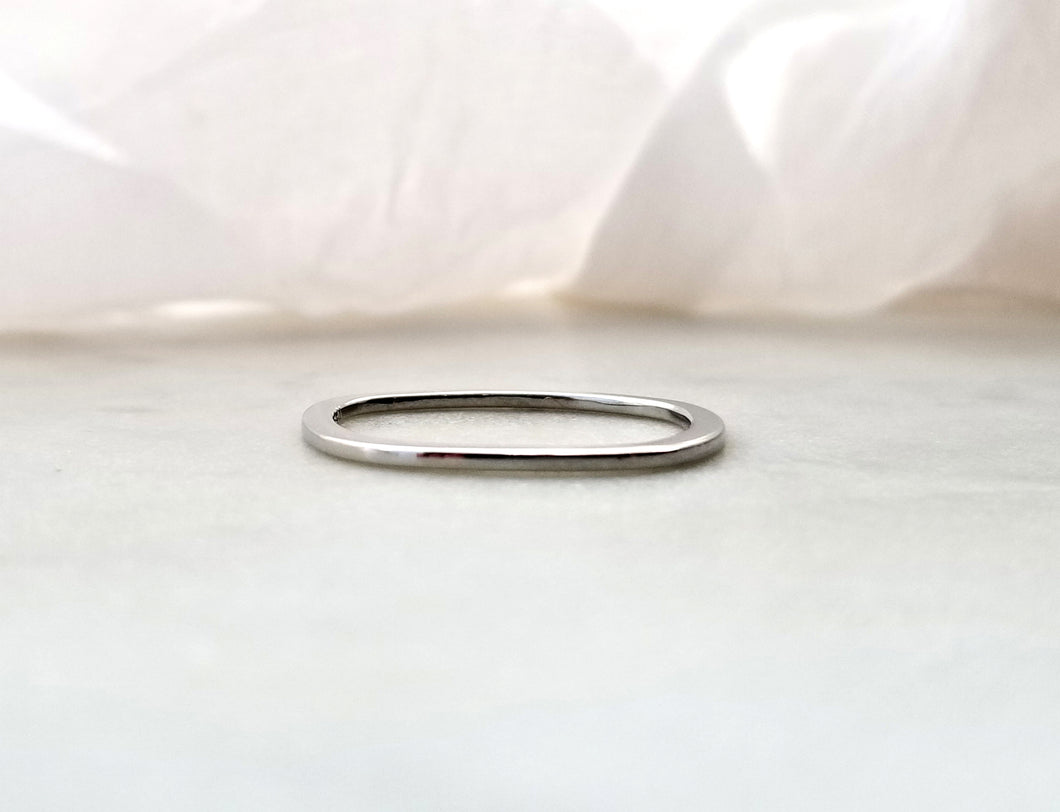 Gents Concept 1mm White Gold Band