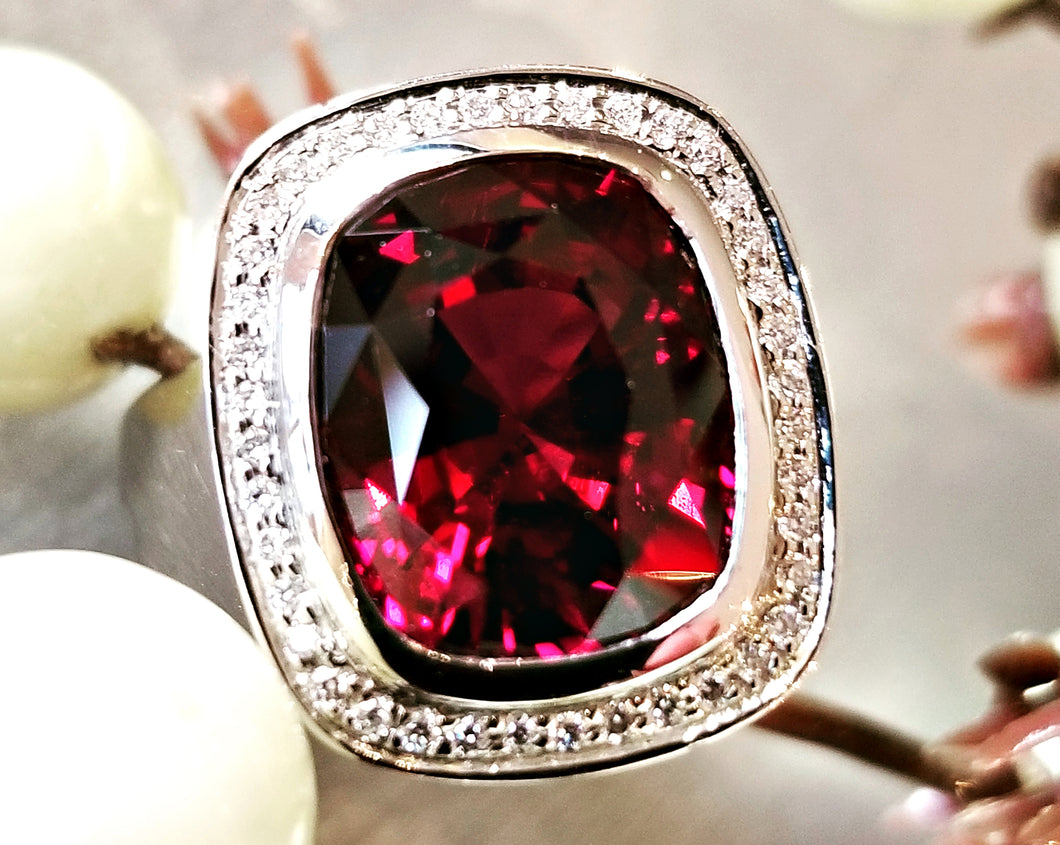 Juicy Gem Concept Rhodolite Garnet Ring
