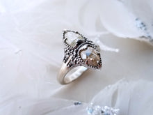 Load image into Gallery viewer, Modern Vintage Concept Natural White And Yellow Milky Diamond Ring
