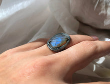Load image into Gallery viewer, Chikahisa Small Labradorite Gemstone Ring
