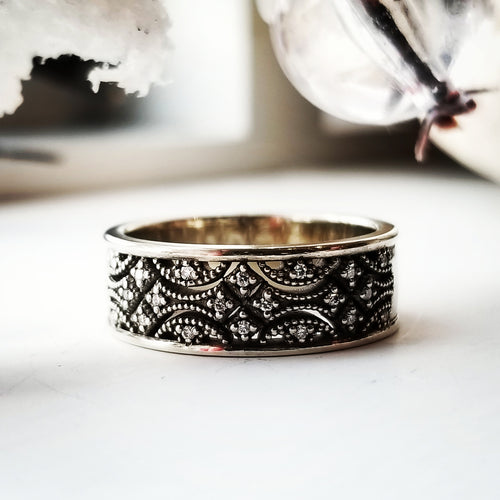 Modern Vintage Concept Diamond And Caviar Bead Band