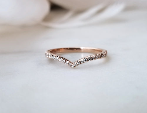 Modern Vintage Concept Rose Gold Diamond V-Band
