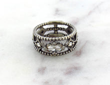 Load image into Gallery viewer, Modern Vintage Concept Barrel Diamond Band
