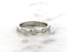 Load image into Gallery viewer, Classic Concept Twisted Diamond Band