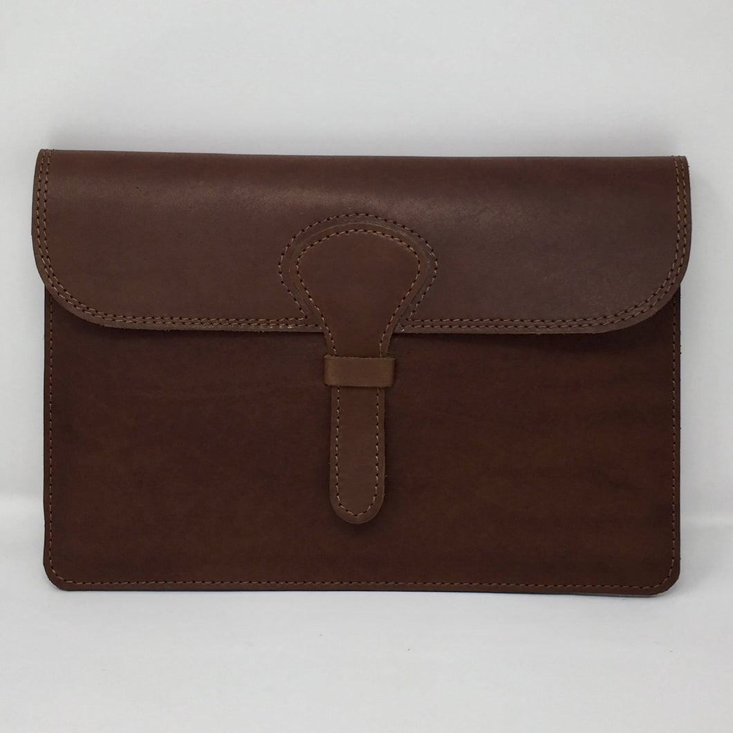 Ipad holder in chestnut brown style II (handmade, leather) - FRONT