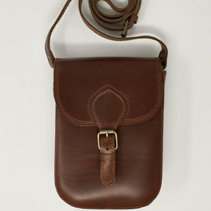 Structured shoulder bag in mahoganey (handmade, leather)