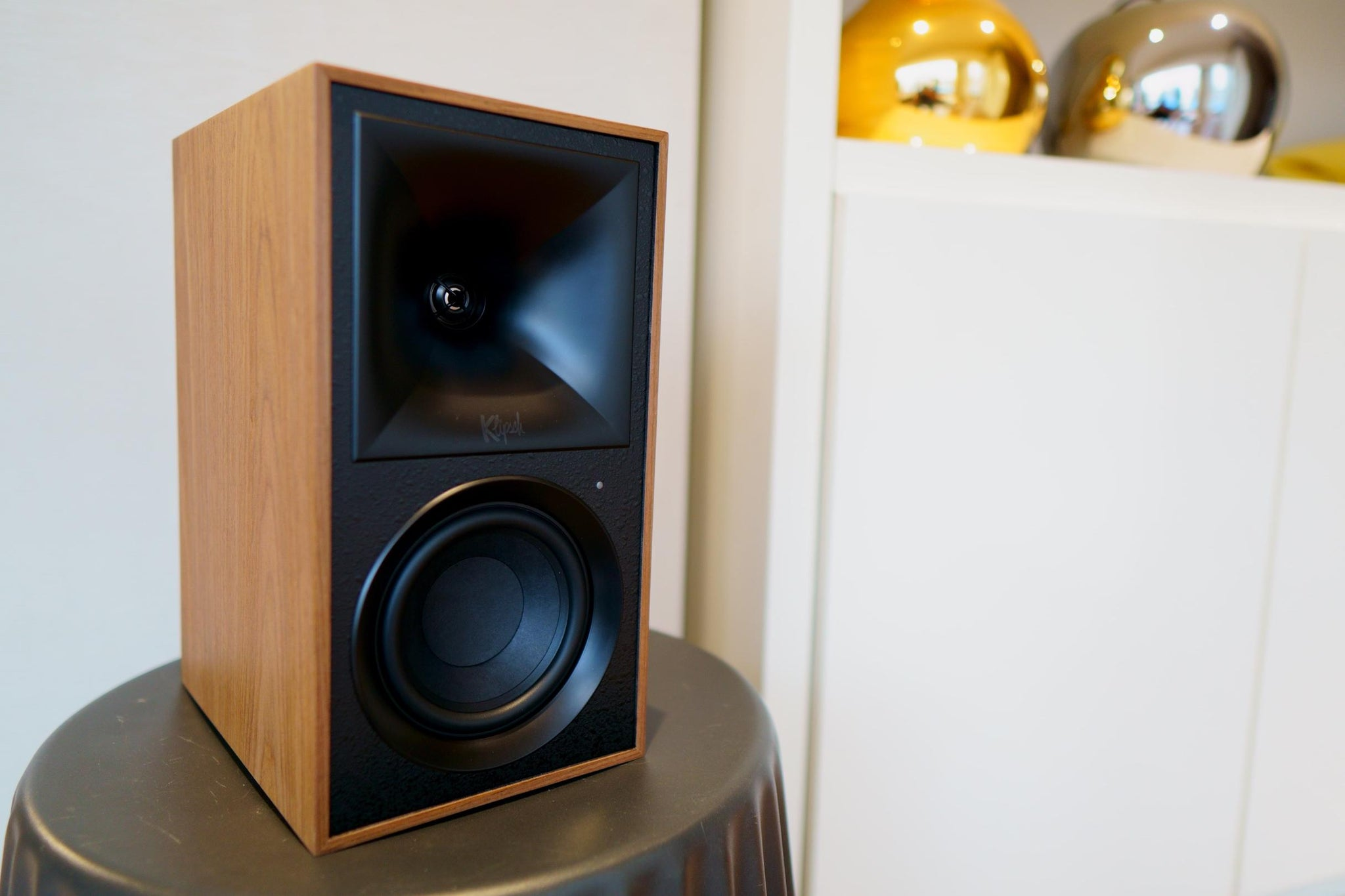 Klipsch The Fives bookshelf speaker without the grill in walnut finish