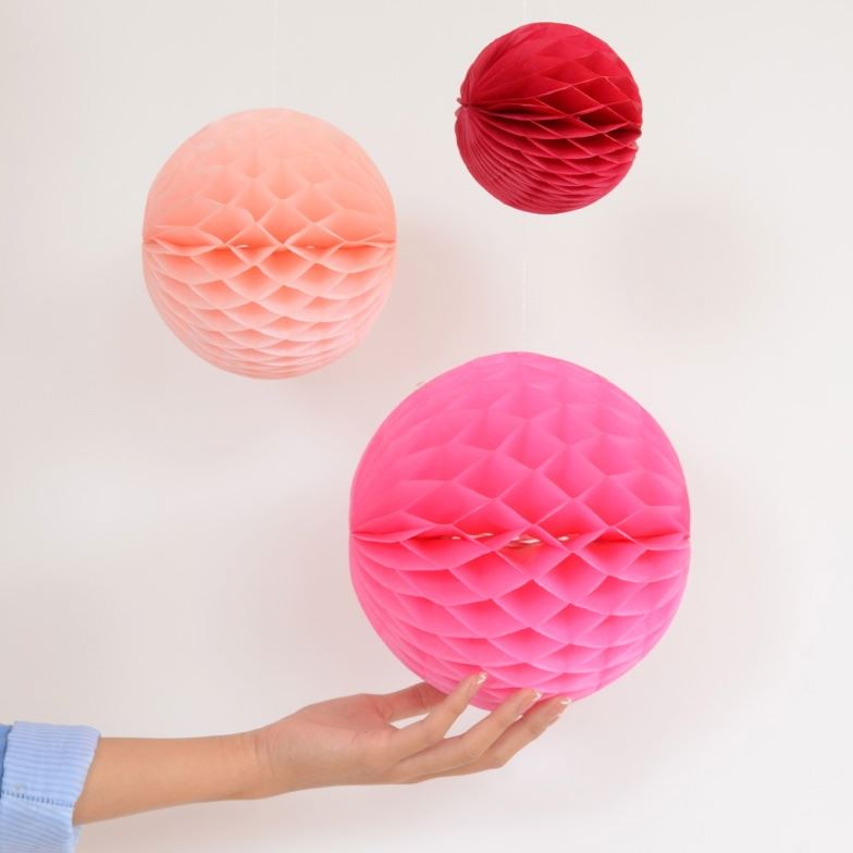 Sweet - Large Colourful Honeycombs - Set of 3 (10, 15 & 20 cms) Red/Apricot/Pink - Engelpunt/Life's A Party