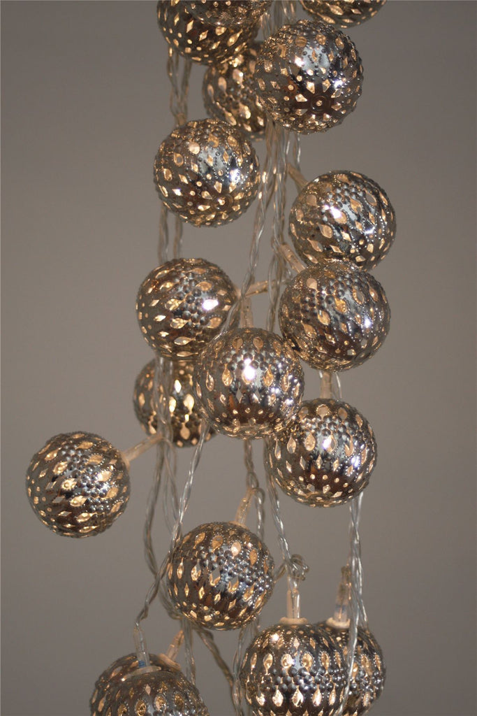 Silver Grand Maroq - 16 LED Indoor String Light Chain With Built In Timer - Battery Powered