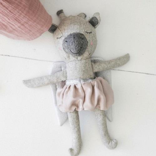 Mildred The Giraffe - 35 cm Softie - and the little dog laughed