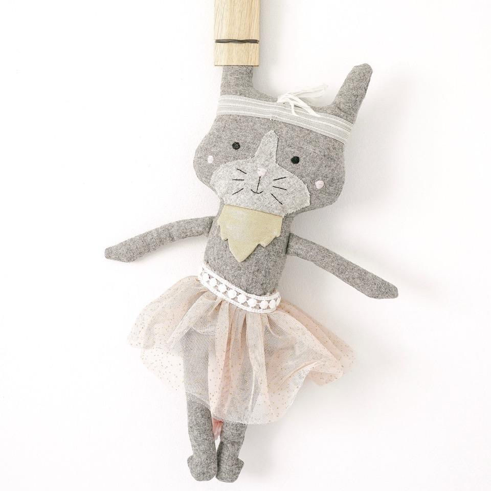 Polly The Cat - 40 cm Softie - and the little dog laughed