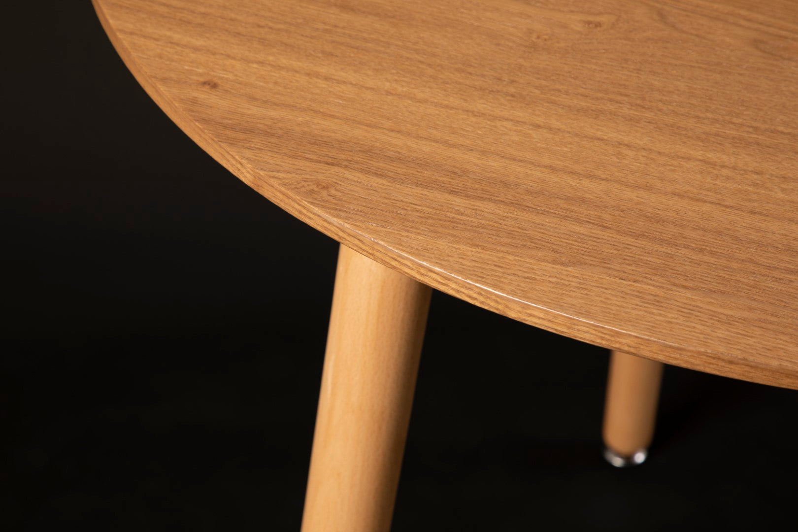 Mesh & Nissi Wood Round Table and Dining Chair Combo