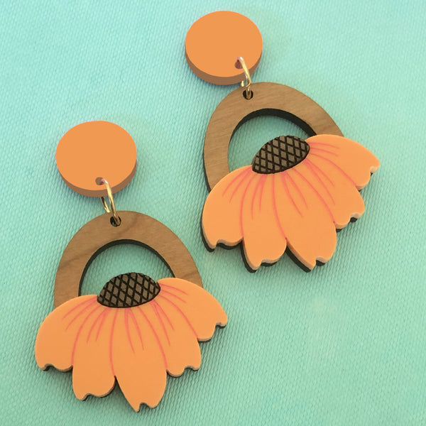 SUNNY SIDE EARRINGS PEACH