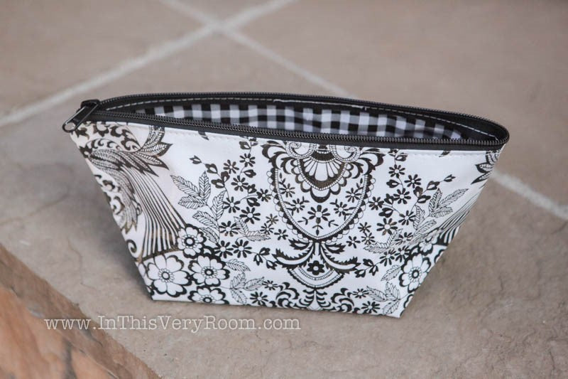 *SOLD OUT* Oilcloth Cosmetic Bag - Large - inthisveryroom