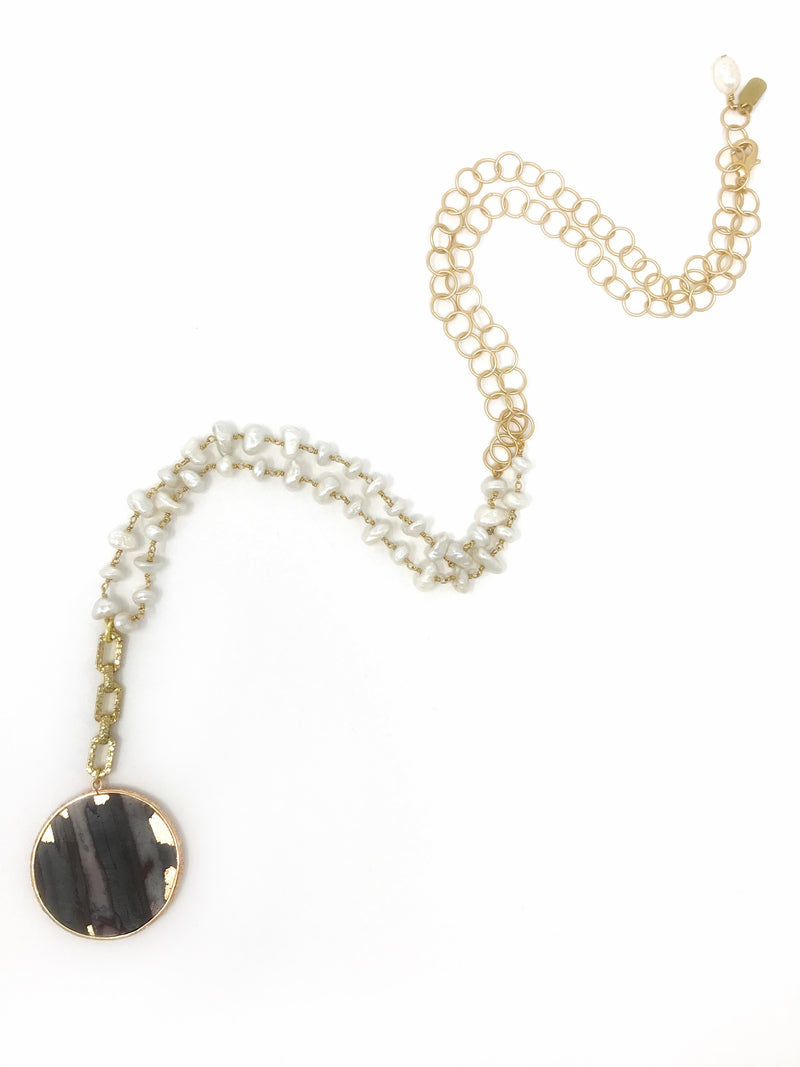 Freshwater Pearls with Agate Pendant Edged in Rose Gold - Necklace