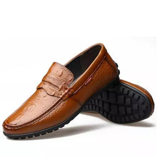 Men Flats Genuine leather Breathable Loafers Fashion Slip-On Boat shoes British style Male Driving shoes
