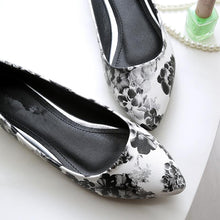 2018 Women casual shoes Fashion pointed Toe printed flowers Comfortable leather Women's flats shoes