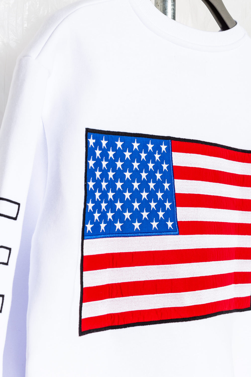 SOCIETY SPORT LARGE FLAG APPLIQUE WHITE CREWNECK