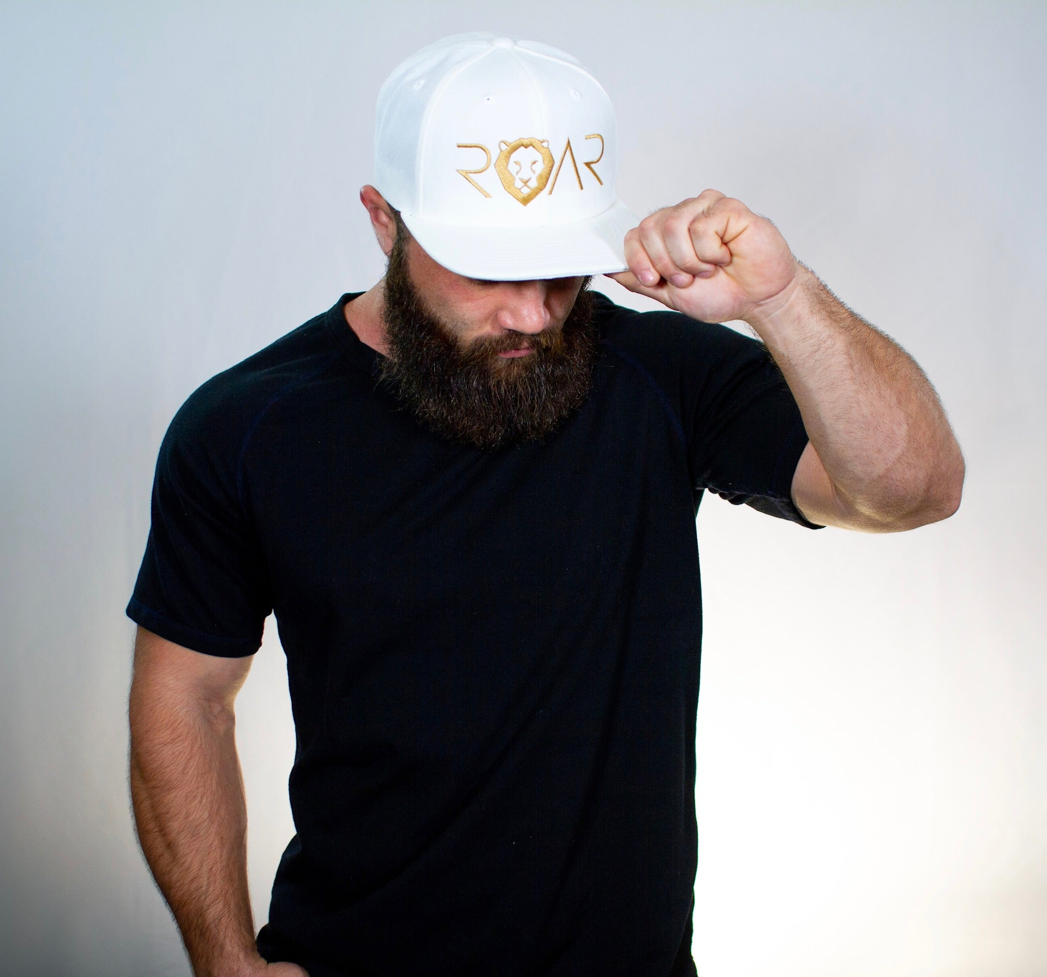 ROAR - SIGNATURE SERIES FLAT BILL - WHITE AND GOLD SNAPBACK