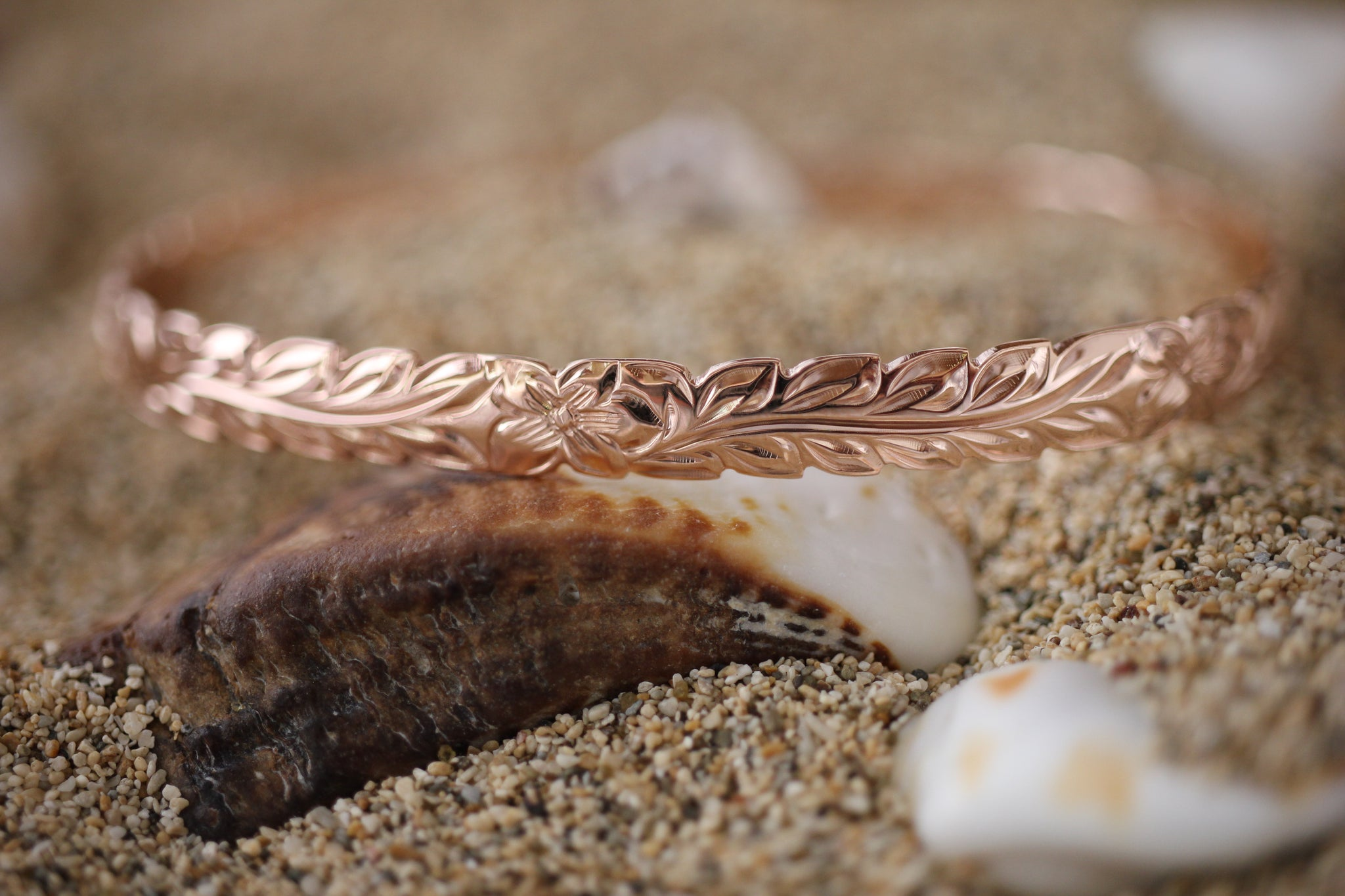 scallop maile heirloom jewelry hawaiian products rose hibiscus edge curved screenshot gold bracelet